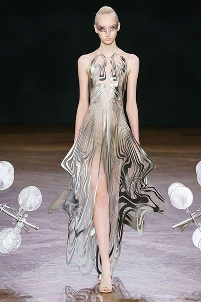 Iris Van Herpen loming dress clothing manufacturer