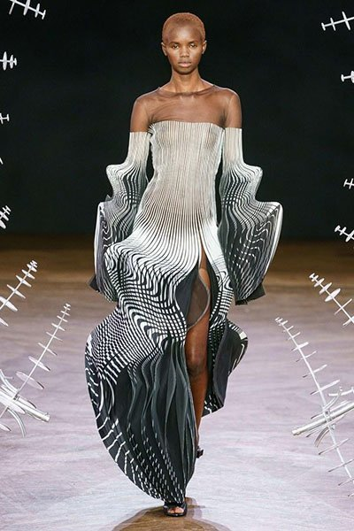 Iris Van Herpen -strapless dress with long sleeves clothing manufacturer
